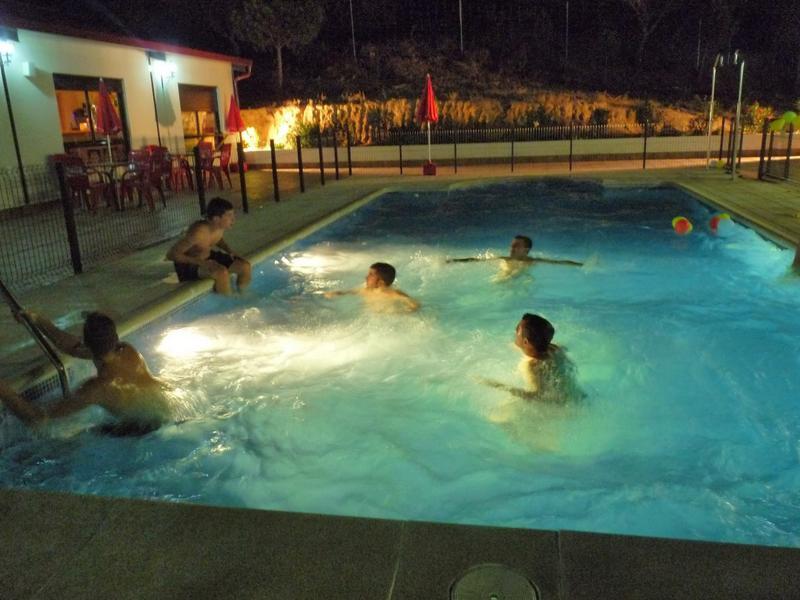 piscina-3-Almoroxball-multiaventura